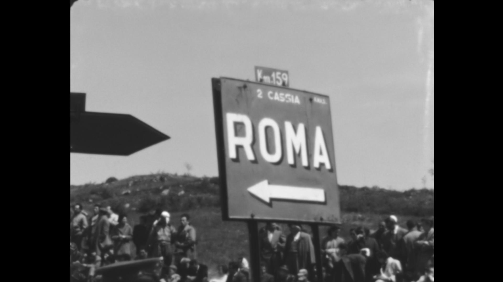 Cartello stradale a Radicofani, Val d'Orcia, 1953